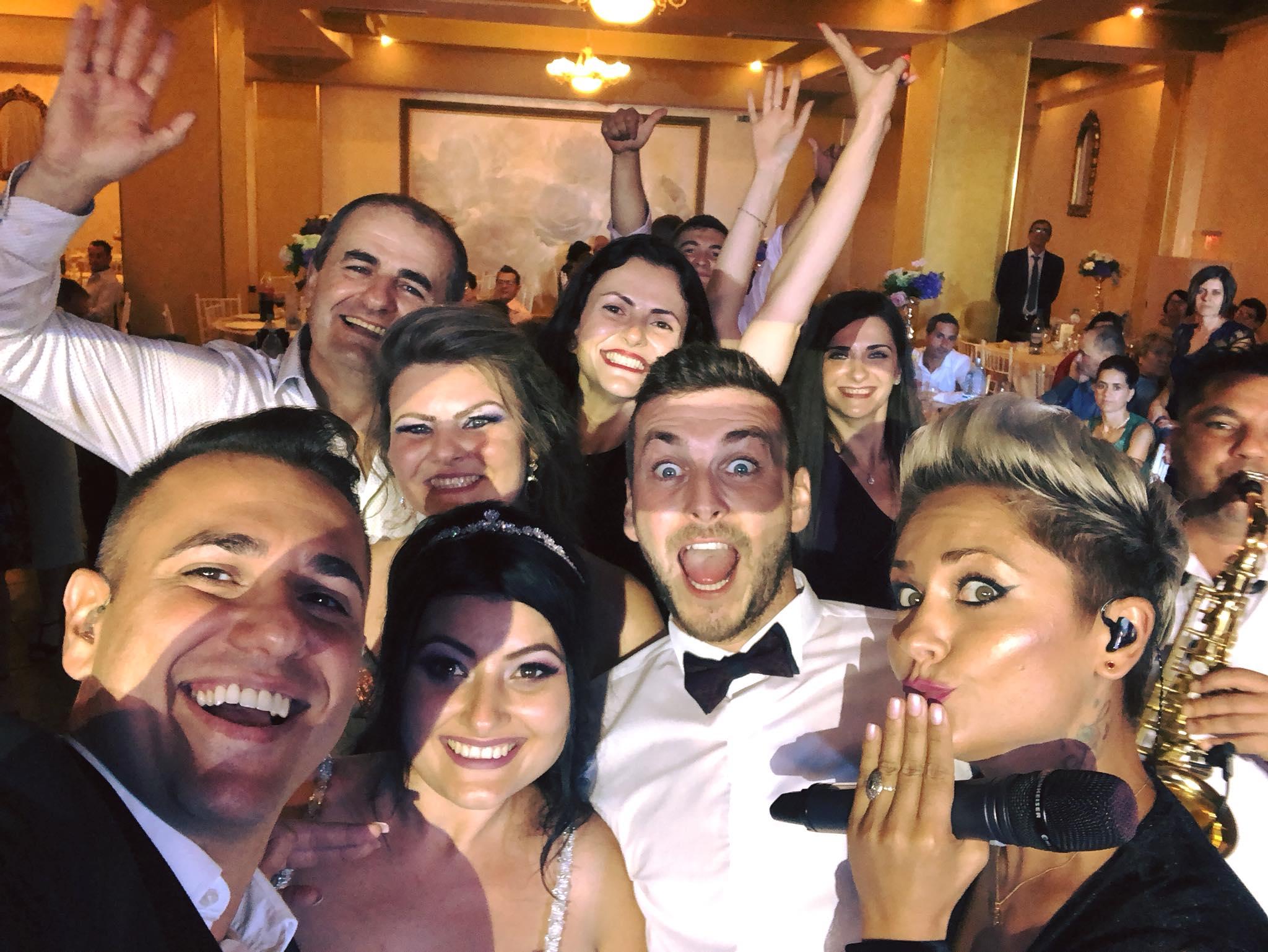 Adelina \u0219i Mihai #selfie #lanunta \u22c6 Trupa Atelier - Cover Band